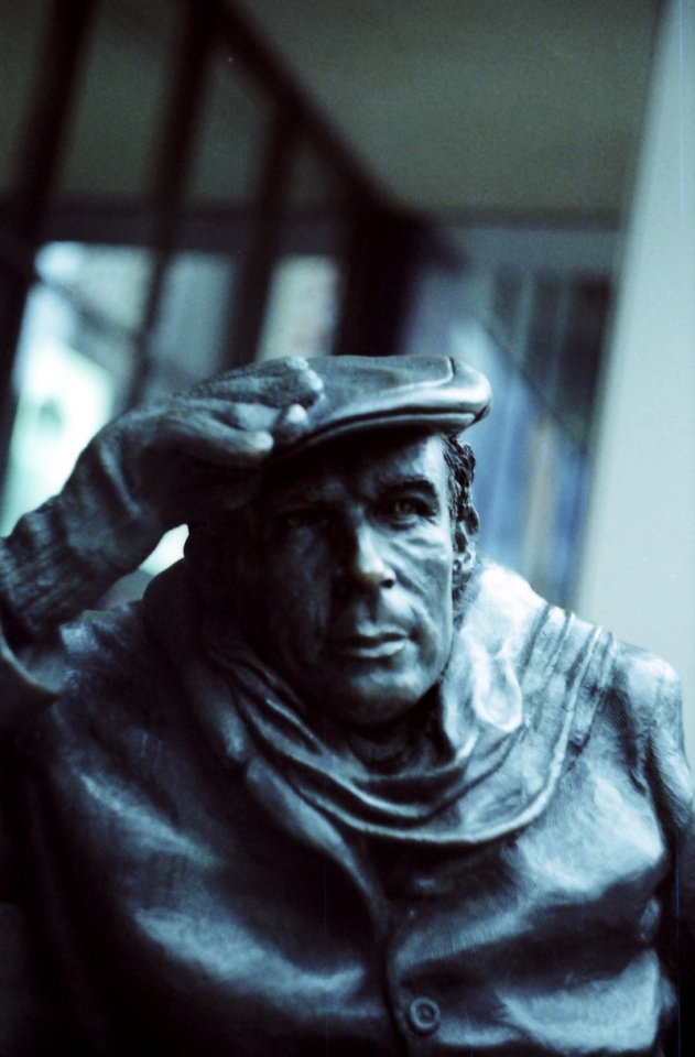 Glenn Gould statue in Toronto by Wikimedia Commons