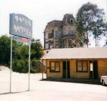 Psycho House and Motel bz Wikimedia Commons