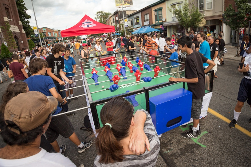 Play table football on streets