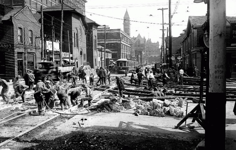Street workers Dundas Toronto archives