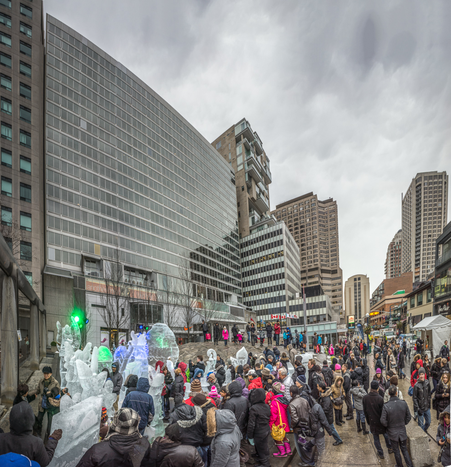 Toronto Icefest on Bloor attracts crowds