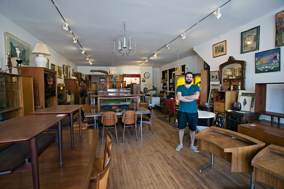 The best second hand furniture stores in toronto for Second hand furniture