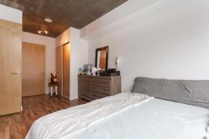 13-main-bedroom