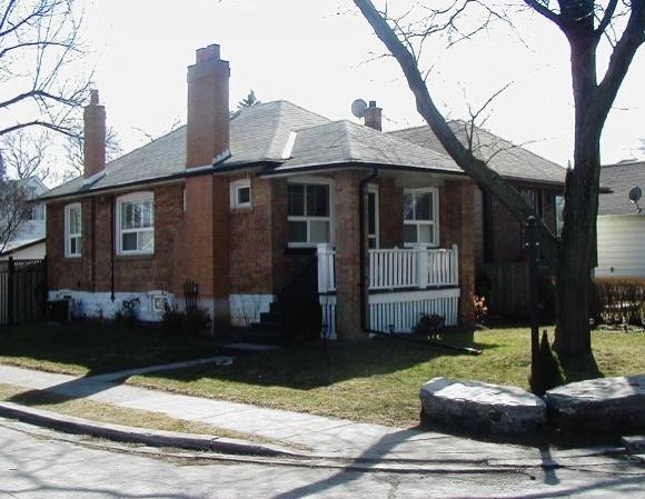 25 Ash Crescent - Toronto - Long Branch