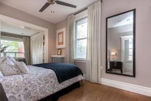 26-main-bedroom