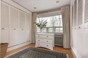27-main-bedroom